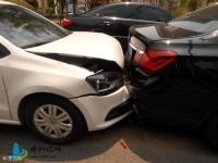 前车主路突然停车,后车刹车不及时撞上去了,这个责任怎么算?