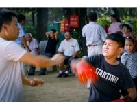 燕翔摄影班公园采风《练拳击的孩子》