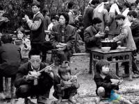 【照片】滕州70年代老家这些吃饭场景,还有多少人能记得?